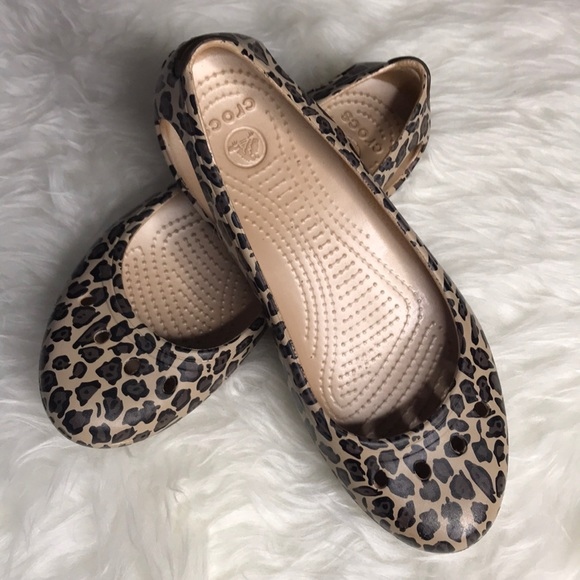 dd018a40af4089 CROCS Shoes -  Crocs  Laura Graphic Flats (Leopard print)